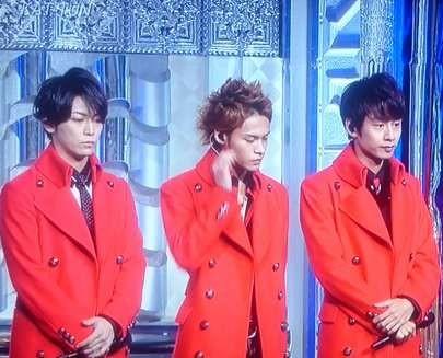 赤いジャケットのKAT-TUN