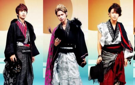 着物姿のKAT-TUNの3人