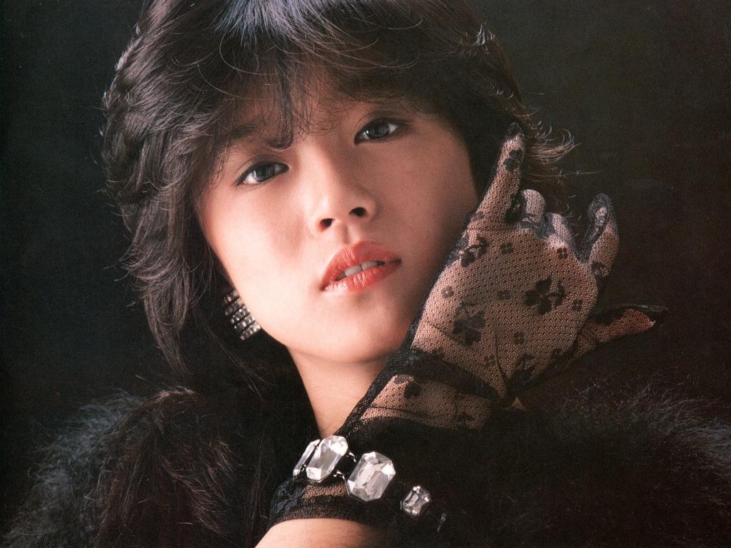 若い頃からクールなイメージの中森明菜さん