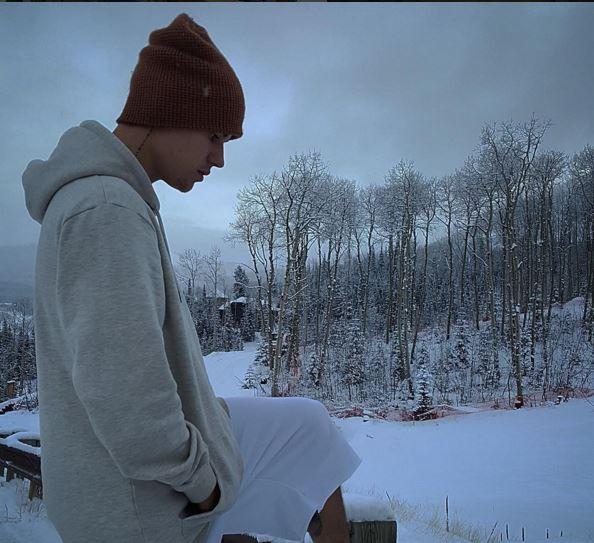 雪の中のジャスティンビーバー