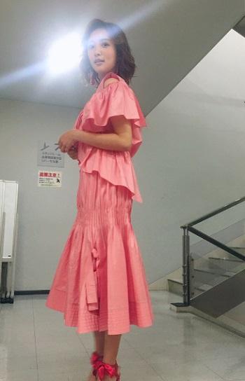 ピンクの衣装の夏菜さん