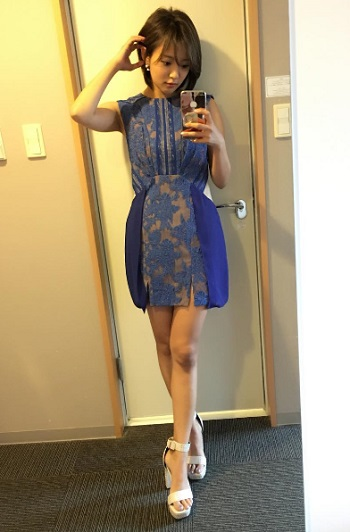 ブルーの衣装が可愛い夏菜さん