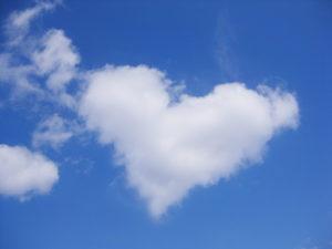ハートの雲と青空