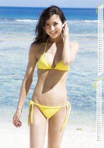 黄色水着ではにかむ石川恋