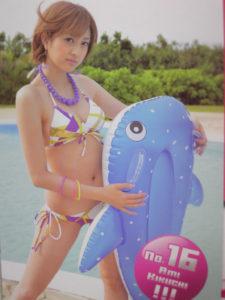 大人っぽいデザインの水着の菊地亜美