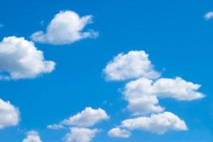丸い雲と青空