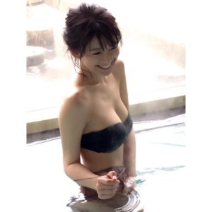 バンドゥブラの水着の佐藤美希