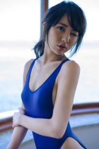 青いスクール水着の石川恋