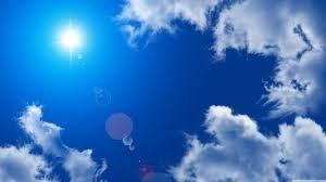 真っ青な青空と太陽