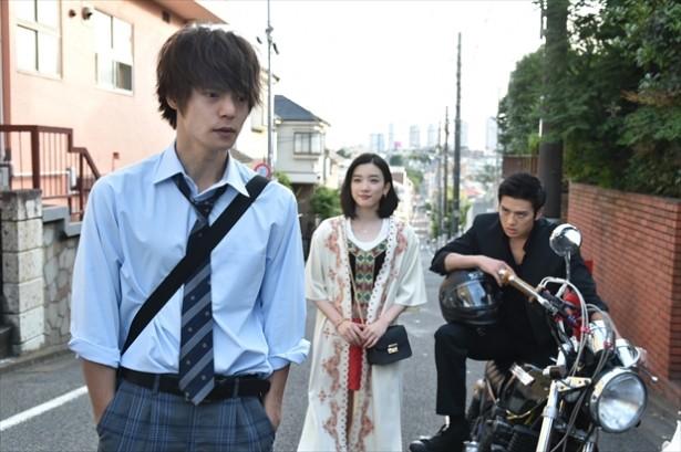 「僕たちがやりました」の蓮子、市橋と一緒の窪田正孝さん。「若い子のトラウマになるようなドラマにするのが理想」と語っています。