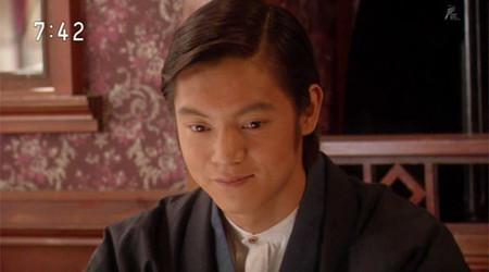 「花子とアン」に出演する窪田正孝さん。木場朝市役で人気を集めました。
