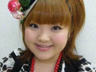 いつもばっちりメイクの柳原可奈子さん。女芸人でありながら女を捨ててないのが支持される理由なのかもしれません。