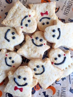 お化けの形をしたココナッツクッキーです。軽い食感が楽しめそうですね。お化けの表情が一人ひとり違います。