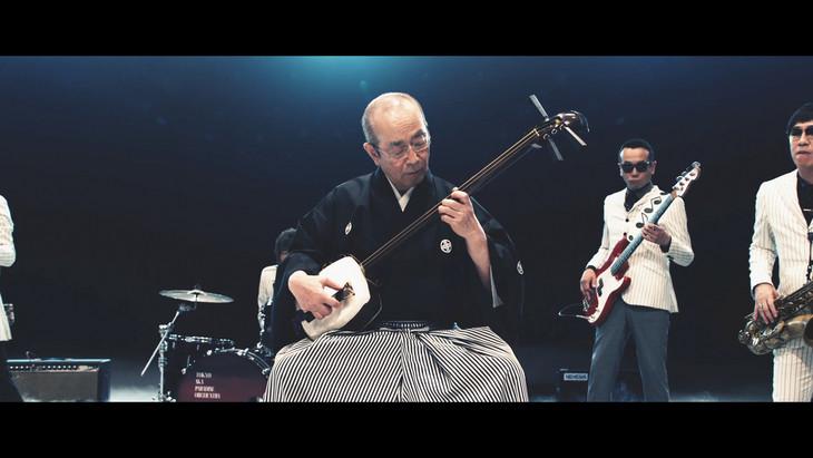 キリン「氷結」のCMで東京スカパラダイスオーケストラと共演する志村けんさん。そのギャップに驚いた人も多いのでは?