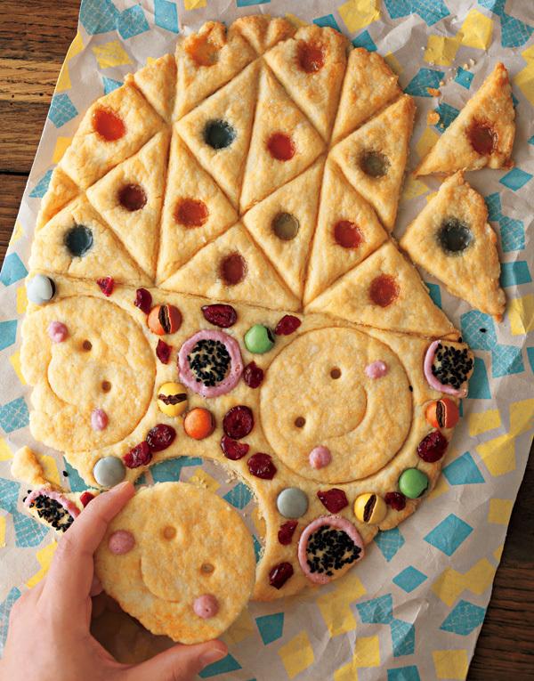 シェア前提の「でかクッキー」です。色んな形のクッキーが楽しめます。みんなで食べたいですね。