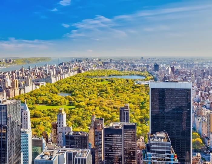 セントラルパークは、マンハッタンの摩天楼のど真ん中にひろがるニューヨークの都会のオアシス。