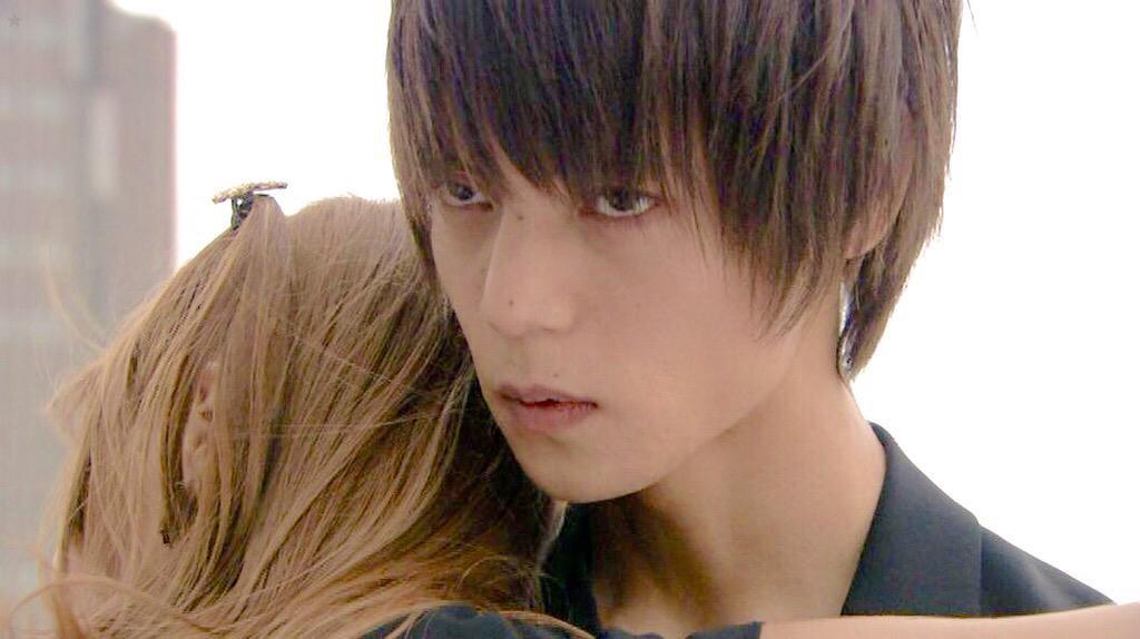 ドラマ「DEATH NOTE」に出演する窪田正孝さん。キラのもつ裏の顔を見事に演じ切りました。