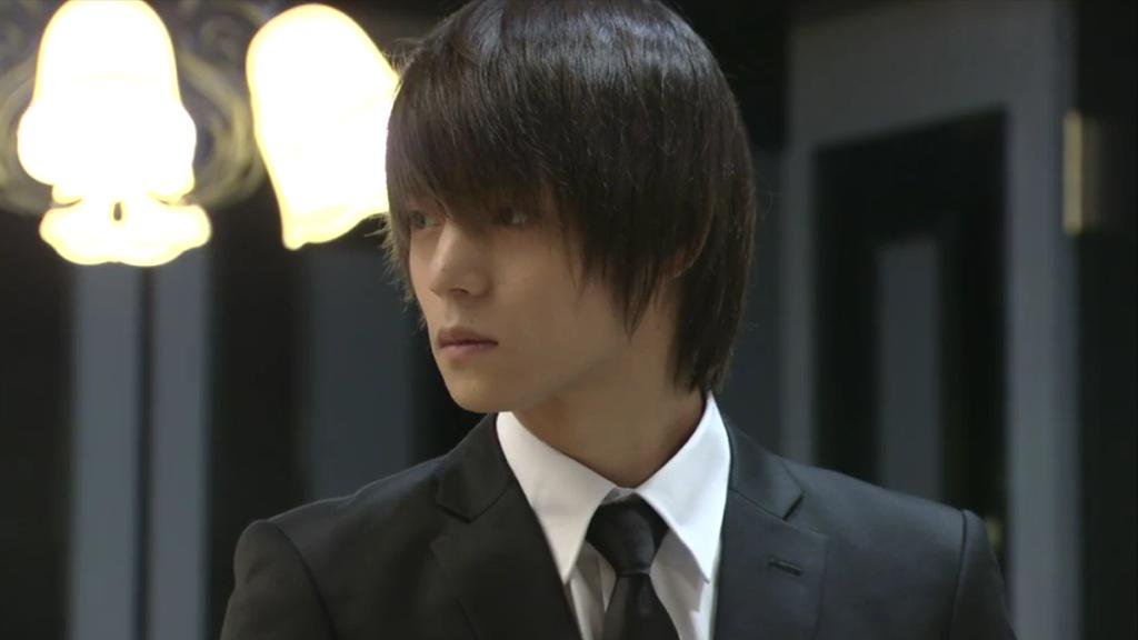 ドラマ「DEATH NOTE」に出演する窪田正孝さん。スーツもよく似合っています。