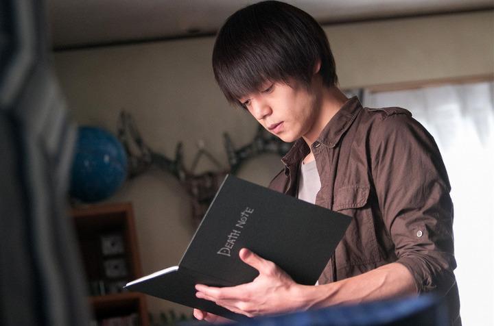 ドラマ「DEATH-NOTE」に出演する窪田正孝さん。映画もよかったですがフレッシュな顔ぶれのドラマも面白かったですね。