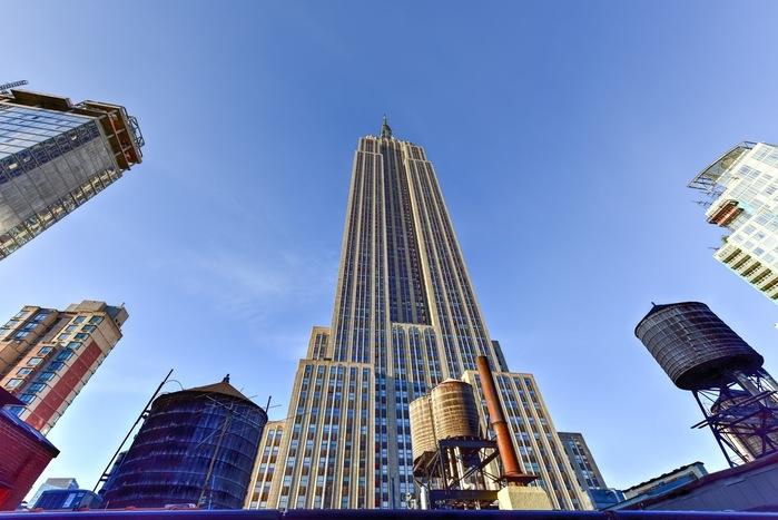 ニューヨークのシンボルとして多くの観光客をあつめるエンパイア・ステートビル