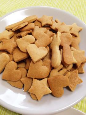 ハートや星やスプーンやフォークなどの形をしたクッキーです。目で見ても楽しめますね。ほっこりします。
