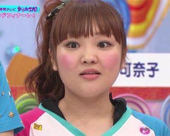 ポニーテールにばっちりメイクの柳原可奈子さん。クリクリの瞳で普通にかわいいですよね。