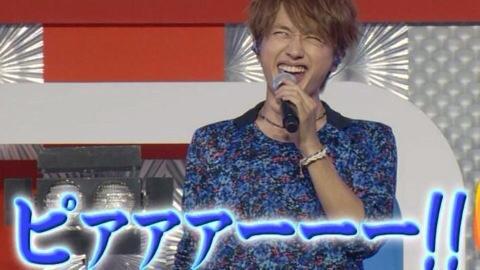 マイクを片手に奇声を上げる西島隆弘さん。せっかくのカッコいいお顔が台無し・・・ですがクスッと笑ってしまいますね。