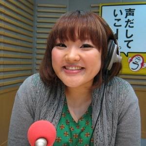 ラジオとパーソナリティを務める柳原可奈子さん。特徴的なボイスをいかして声関連のお仕事もこなしています。