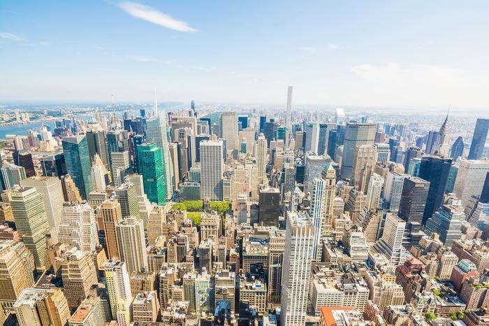 ロックフェラーセンターの最も高層ビルである高さ260mの「GEビル」