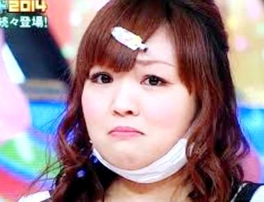 ロングヘア―もとってもかわいい柳原可奈子さん。いつも真っ白な透き通るような肌をしています。