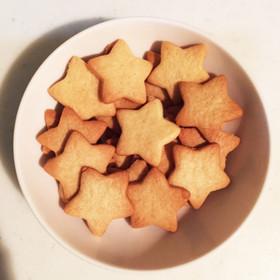 星のかたちをしたクッキーです。焼くことによりふっくらするので若干角が取れてふんわりした星形になっています。