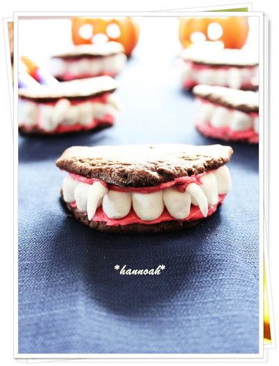 歯をマシュマロで証言したドラキュラの歯のクッキーです。ぱっと見、クッキーとはわからないですね。
