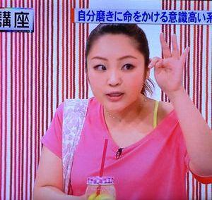 流し目の柳原可奈子さん。痩せても肌がツヤツヤピカピカで理想の痩せ方をしています。