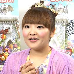 満月の様なきれいな真ん丸のお顔が愛嬌たっぷりの柳原可奈子さんです。顔を隠さずすっきりとさせているのは好印象です。