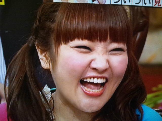 福の神のように笑う柳原可奈子さん。歯がとってもきれいです。