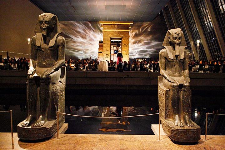 魅力的な美術館が集まるニューヨークで、必ず訪れたいのがメトロポリタン美術館。約2万平方メートルのスペースは16の展示エリアに分かれ、300万点以上の美術品が収蔵されています。