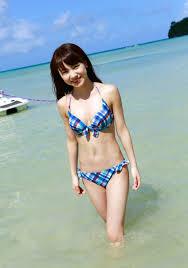 水色水着で海に入る石田亜佑美