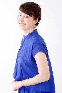 青のさわやかシャツの堀内敬子