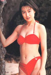 赤ハイレグ水着の森口博子