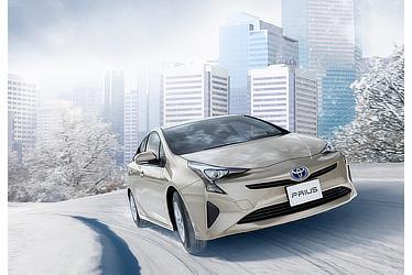 2015年発売モデルのプリウス。シルバーメタリックです。雪景色のなかではそこだけモノトーンの世界にはいりこんでしまったそうです。