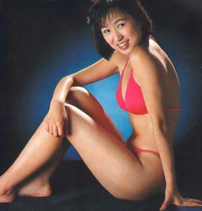 ピンクの水着の森口博子