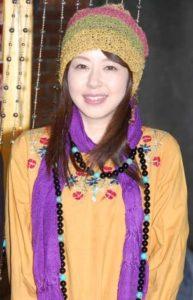 個性的な服装の堀内敬子