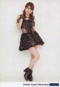 黒のワンピースの石田亜佑美