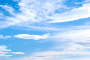明るい色の青空