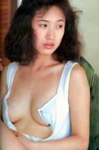 白いセクシー水着の森口博子