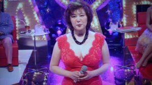 赤いドレスの麻倉未稀