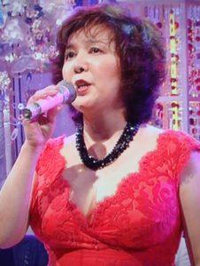 赤いドレス歌う麻倉未稀
