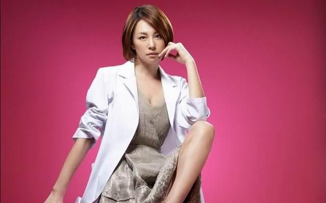 「ドクターX〜外科医・大門未知子〜」で主演を果たした米倉涼子さん。暗黙の了解とされる教授の下働きや付き合いを「いたしません」の一言ですべて拒否します。