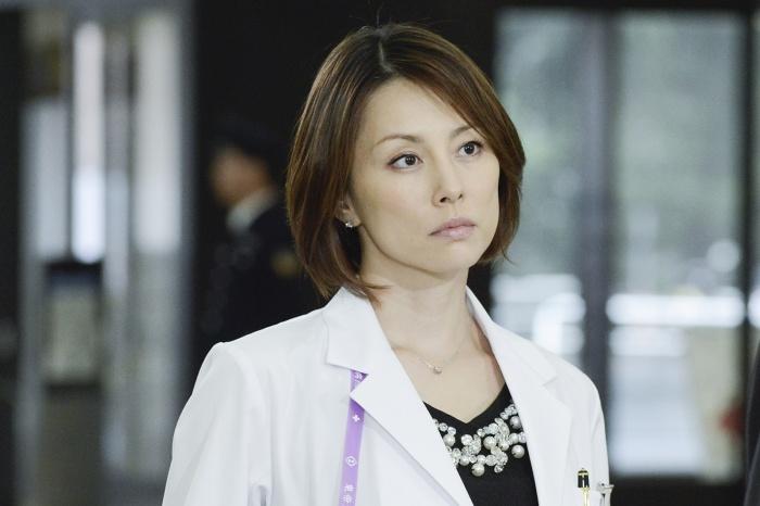 「ドクターX〜外科医・大門未知子〜」で主演を果たした米倉涼子さん。最新シリーズでは蛭間病院長(西田敏行)率いる「東帝大学病院」を舞台