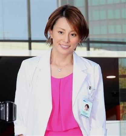 「ドクターX〜外科医・大門未知子〜」で主演を果たした米倉涼子さん。毎回米倉涼子さんの衣装にも注目が集まりましたね。